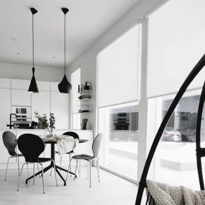Valoa keittiöön ja ruokailutilaan suurista ikkunoista