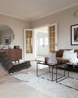 Kauniit ja koristeelliset yksityiskohdat viimeistelevät tämän tyylikkään sisustuksen kodikkaan, mutta samalla hyvin elegantin tyylin.