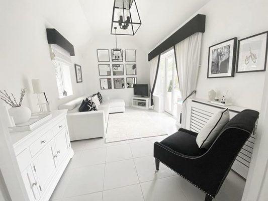 Mustaa valkoisella
